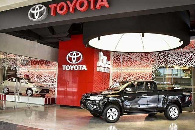 Si Toyota cede ante Trump, otras empresas se irán de México: WSJ