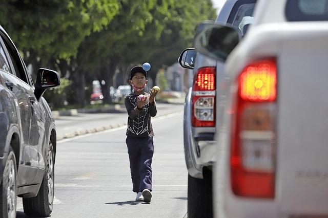 Plantean reforma para regular adopción de niños en Puebla