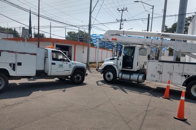 Tráiler choca con poste CFE y afecta 4 pozos de agua en Puebla