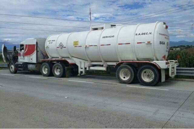 Tractocamión con remolque llevaba 15 mil litros de combustible robado