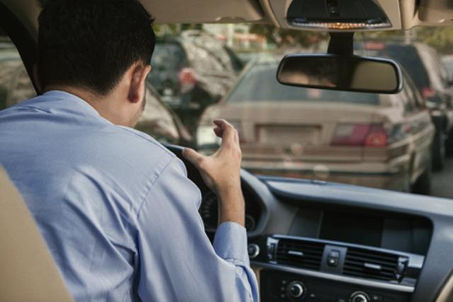 Sufren estrés nueve de cada diez poblanos por tráfico vehicular