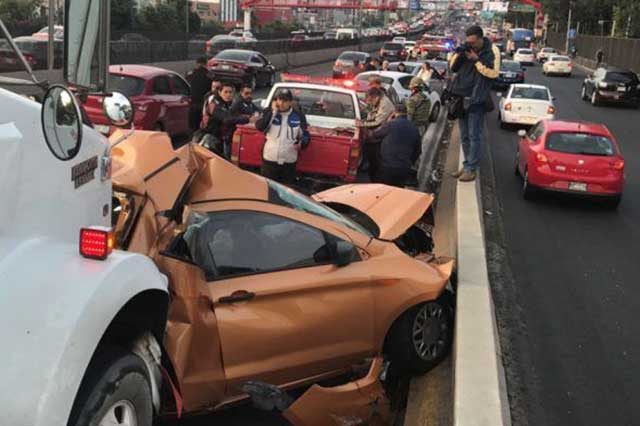 Tráiler embista a varios automóviles y provoca la muerte de una persona