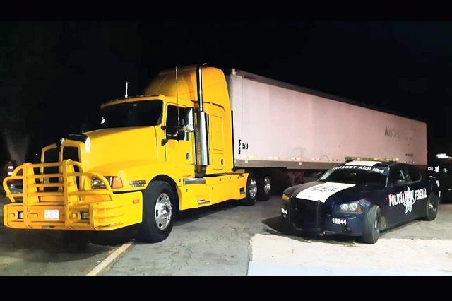 Asesinan a trailero en un intento de asalto en la Puebla-Orizaba