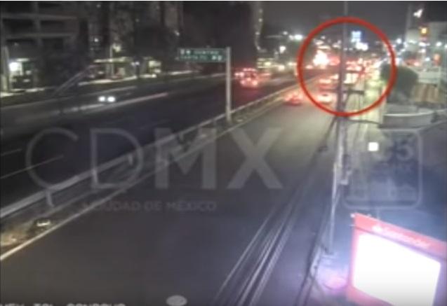 Llevan a Santa Martha a conductora del tráiler que chocó en la México-Toluca