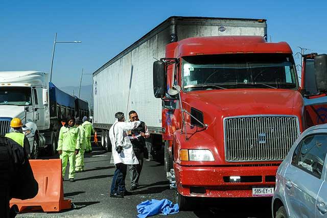 Matan a trailero en segundo piso de la México-Puebla