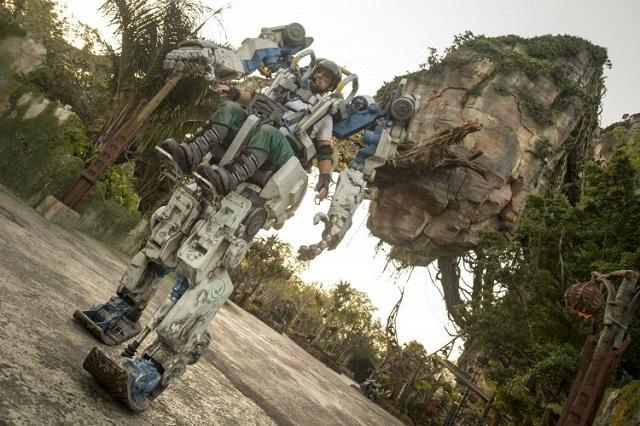 Impresionante traje Mecánico es una sensación en Disney's Animal Kingdom