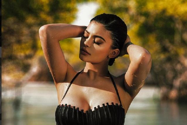 Kendall y Kylie Jenner lanzan sensuales y provocativos trajes de baño