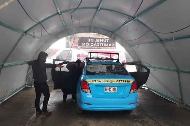 Desinfectan taxis, micros y autobuses de Teziutlán por Covid-19