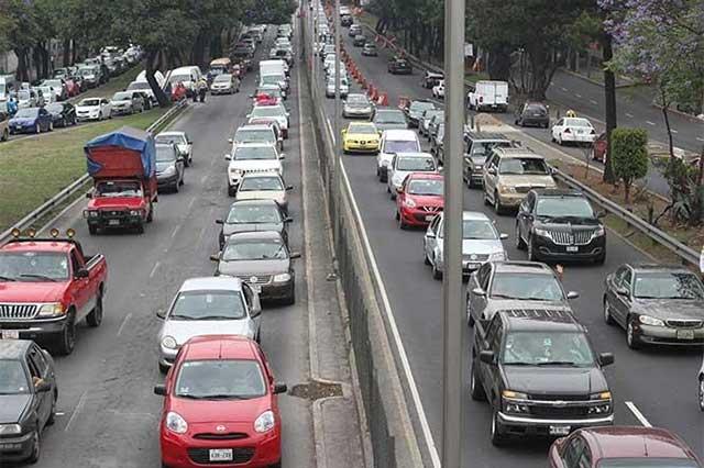 Reportan caos vial en las salidas de la Ciudad de México