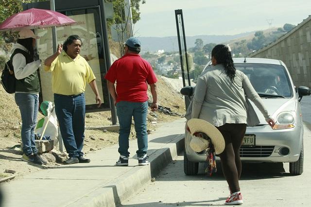 Taxistas acusan competencia desleal por transporte pirata en Teziutlán