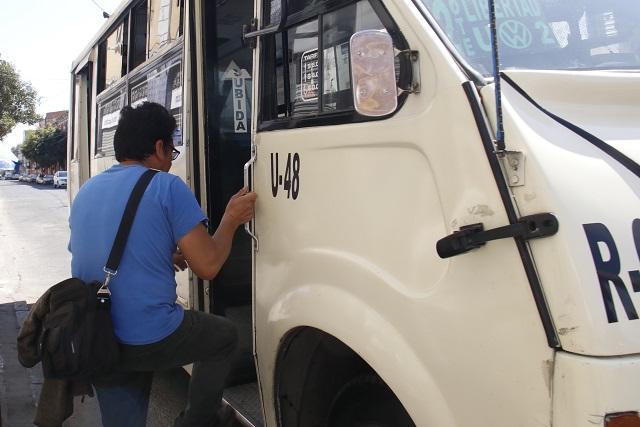 Por asaltos, reducen horas de transporte en zona del Periférico