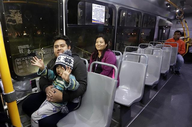 Camiones reciclados y pocos usuarios en transporte nocturno de Puebla