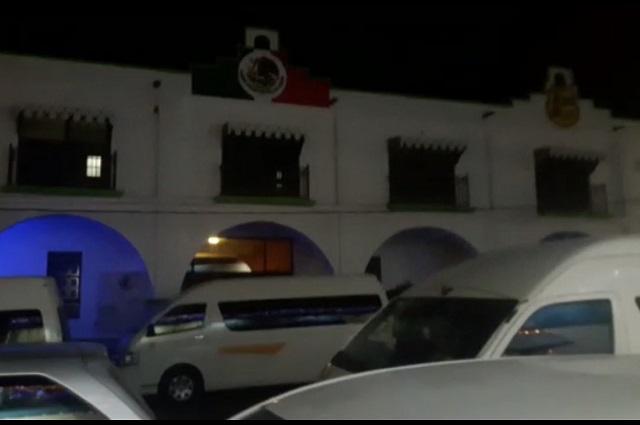 Transportistas toman alcaldía de Chiautla de Tapia