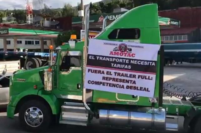 Transportistas bloquean accesos a la Cámara de Diputados