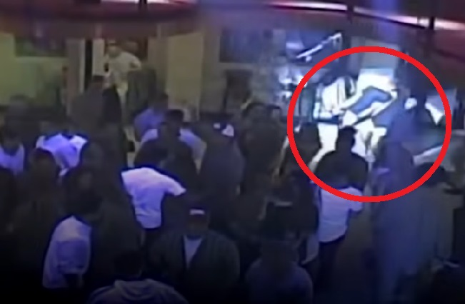 Chica ataca a un hombre que pensó la había manoseado