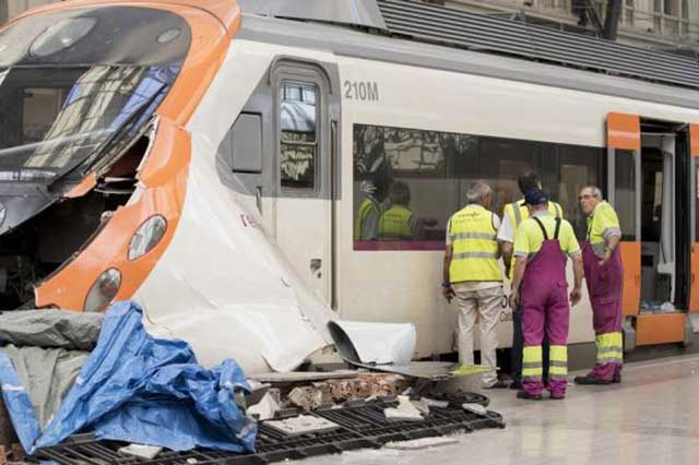 Choque de un tren en Barcelona deja un saldo de 56 heridos