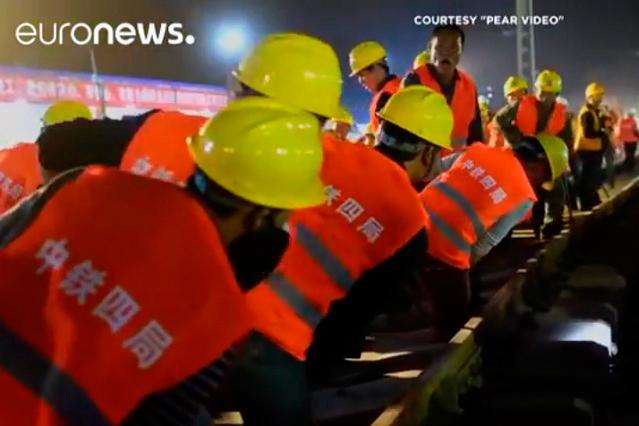 VIDEOS: Construyen en China una estación de tren en tan sólo 9 horas