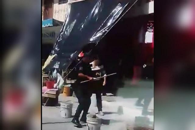Operativo a comerciantes en Nuevo Necaxa causa trifulca