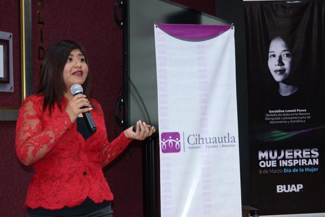 Presentan en la BUAP tríptico para estimular el apoyo entre mujeres