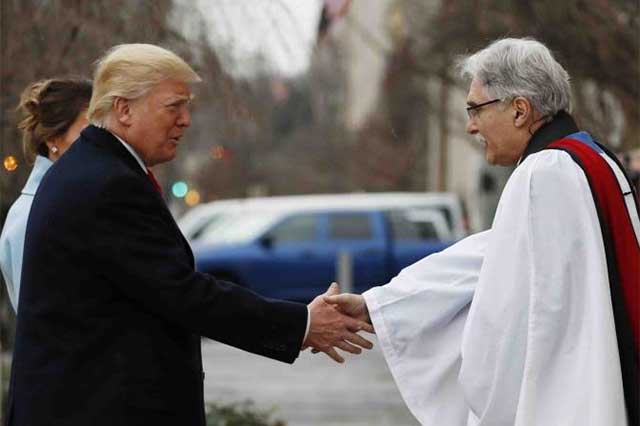 Antes de asumir la presidencia de EU, Donald Trump asiste a misa