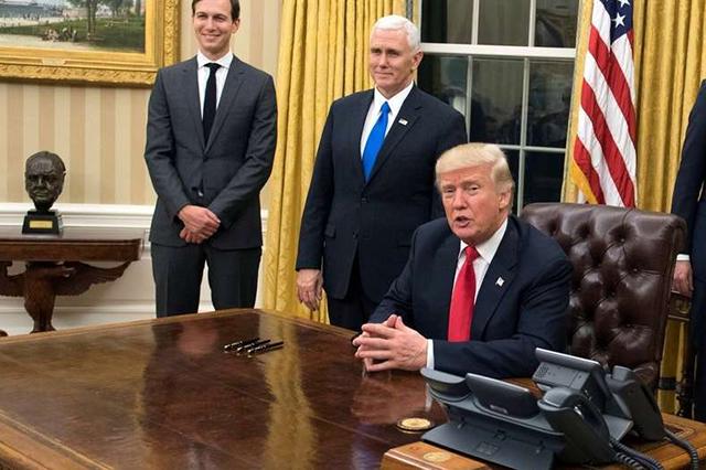 Trump advierte que México pagará el muro de manera directa o indirecta