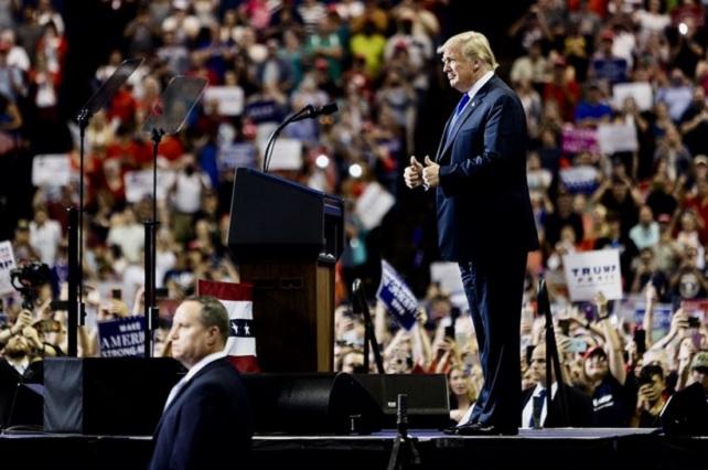 Trump se burla del New York Times y lo califica de fallido y aburrido