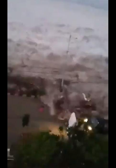 Tsunami golpea Indonesia y deja un saldo preliminar de 5 muertos