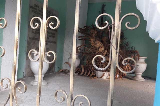 En el abandono, la tumba del capitán Carlos Camacho, en Acatzingo