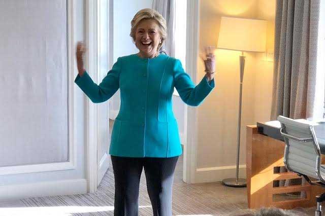 Hillary Clinton toma clases de español y baila salsa