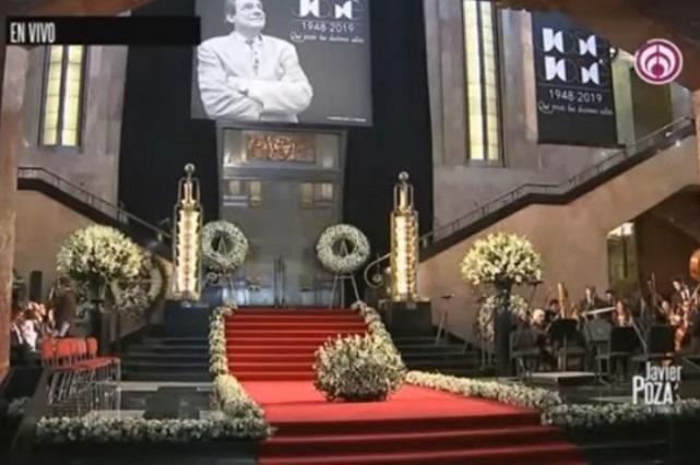 Comparación del homenaje a José José en Miami y México