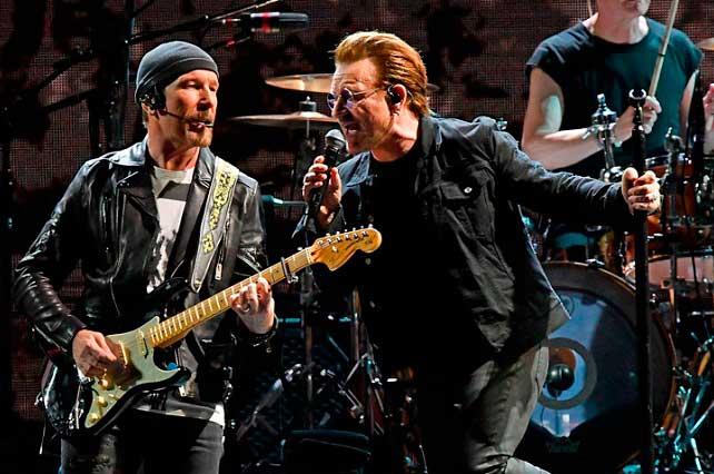U2 canta Cielito Lindo en México y muestran fotos de Salma y Aristegui