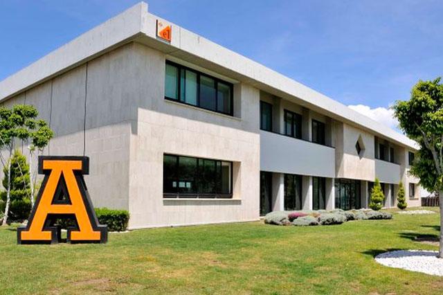 Egresados de la Anáhuac dirigen empresas que cotizan en BMV