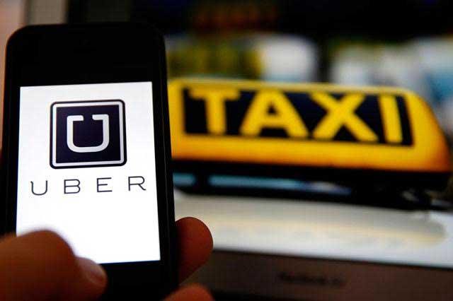 Viejos taxis pierden clientes en calles de México