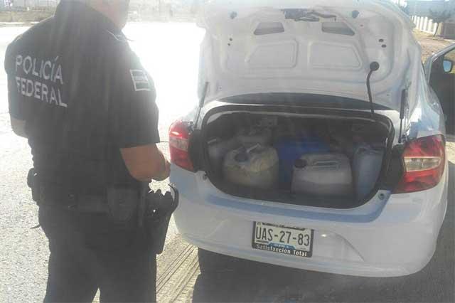 PF detiene a taxi Uber con 190 litros de gasolina robada