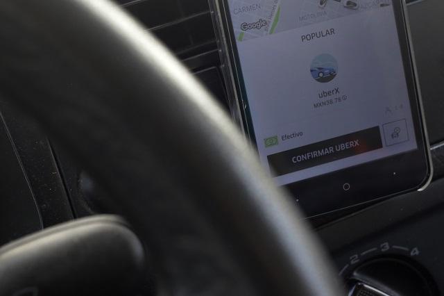 Chocan auto a chofer de Uber y luego lo balean, en Puebla
