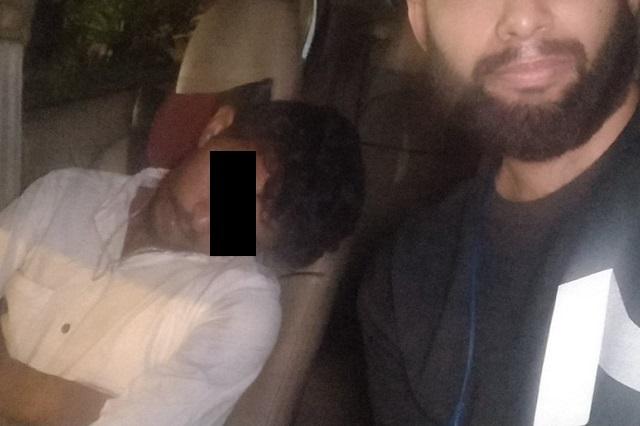 Chofer de Uber ebrio se duerme y cliente acaba manejando auto