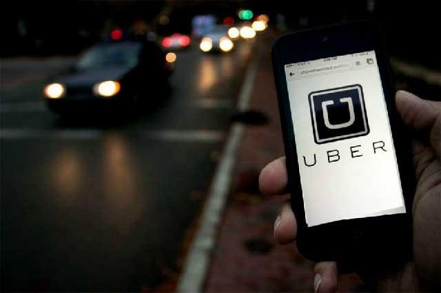 Mujer practica sexo oral a conductor de Uber en servicio mientras maneja