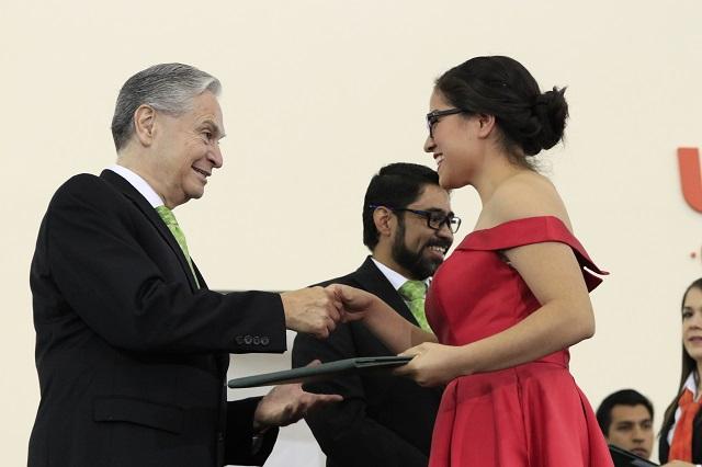 Pide Derbez a jóvenes enfrentar cambios electorales en México