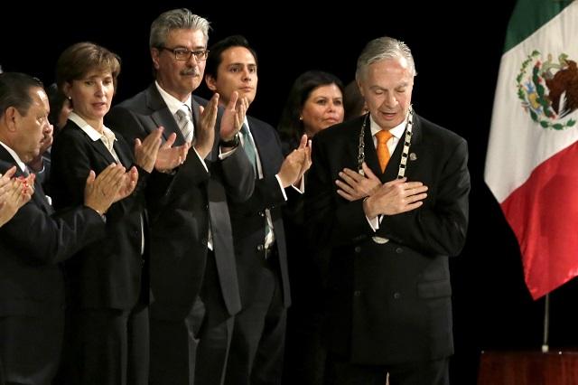 Derbez dejará la Udlap después de 15 años como rector