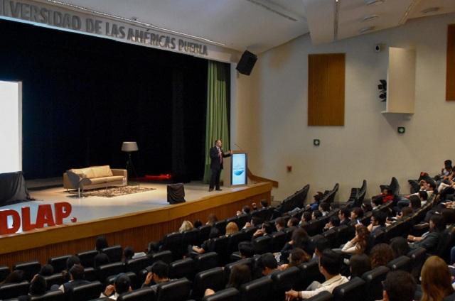 Director corporativo de Citibanamex da conferencia en UDLA sobre economía