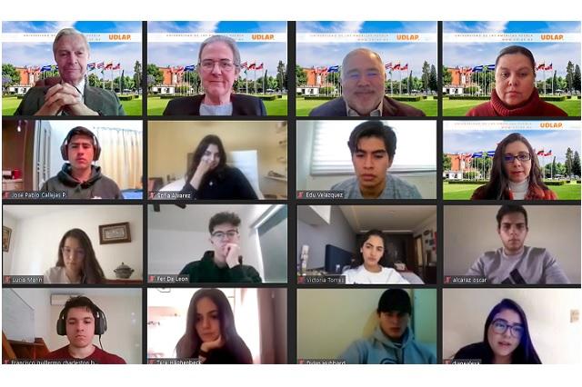 Derbez Bautista da bienvenida a los nuevos alumnos de la UDLAP