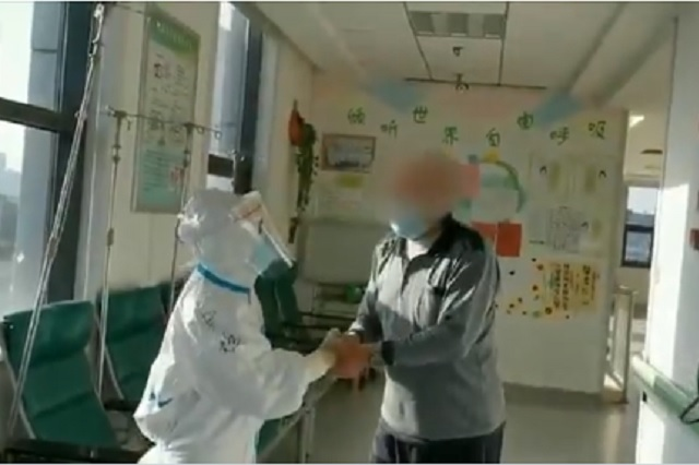 Festejan en Wuhan: dan de alta al último paciente tratado por Covid-19