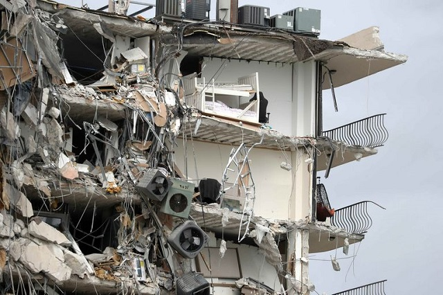 Se derrumba edificio en Miami;  hay 1 muerto y 90 desaparecidos