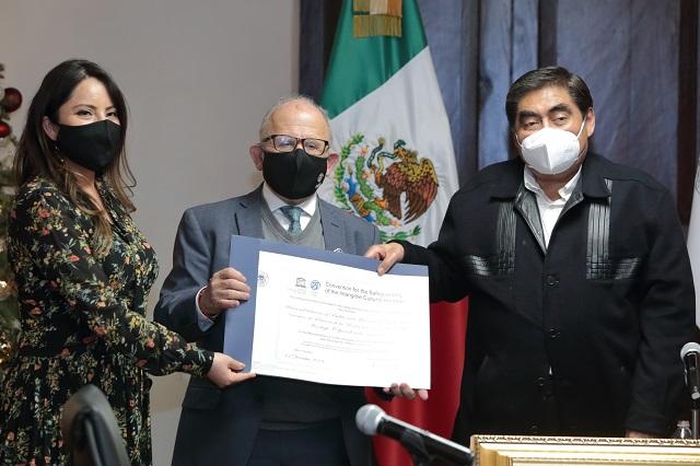 Recibe Barbosa declaratoria de UNESCO para talavera poblana