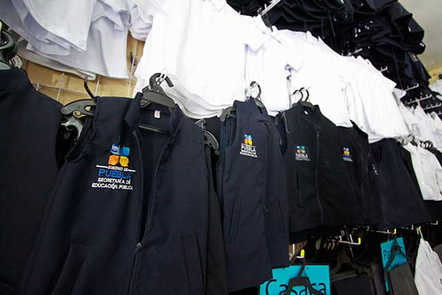 Canaive presenta uniforme escolar y minimiza escándalo de tallas grandes