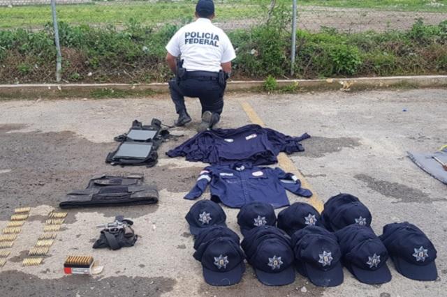 Armas y uniformes falsos traían atacantes de federales en Puebla