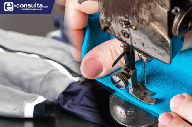 Sale caro depender de uniformes gratuitos en Puebla