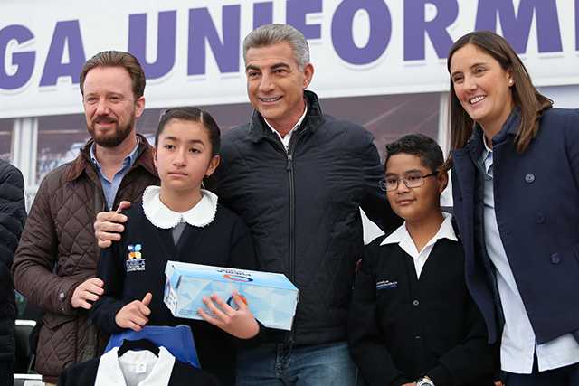 Entrega gobernador Gali uniformes y calzado escolar en la capital