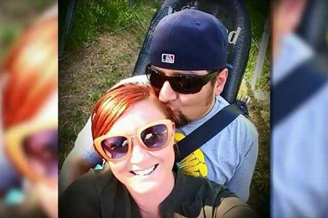 Intentaban volar a su boda y United Airlines los baja de uno de sus aviones