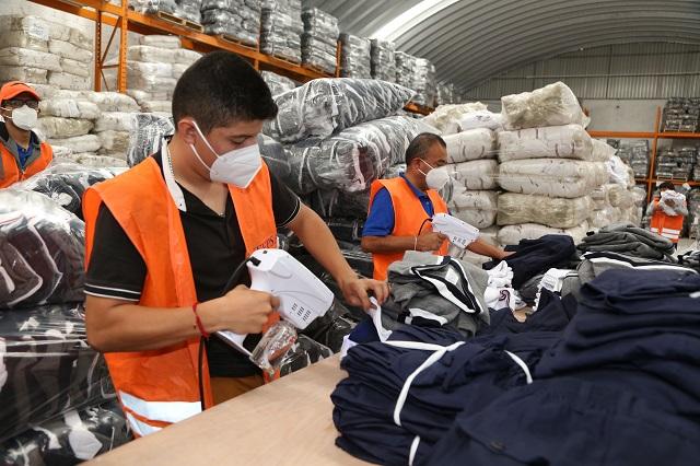 Inicia gobierno estatal entrega de uniformes escolares este lunes